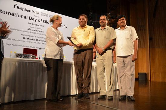 हेल्पेज इंडिया को मेडिकल मोबाइल यूनिट्स (5 नग) की ओर दिए गए योगदान के लिए बीएचईएल को सिल्वर प्लेट प्रदान की गई की छवि